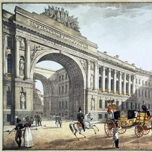 Вид на арку Главного штаба со стороны Дворцовой площади