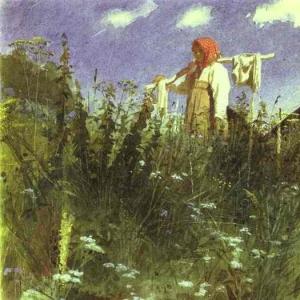 Девочка с бельем на коромысле среди травы.