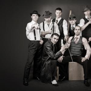 Группа мужчин_179